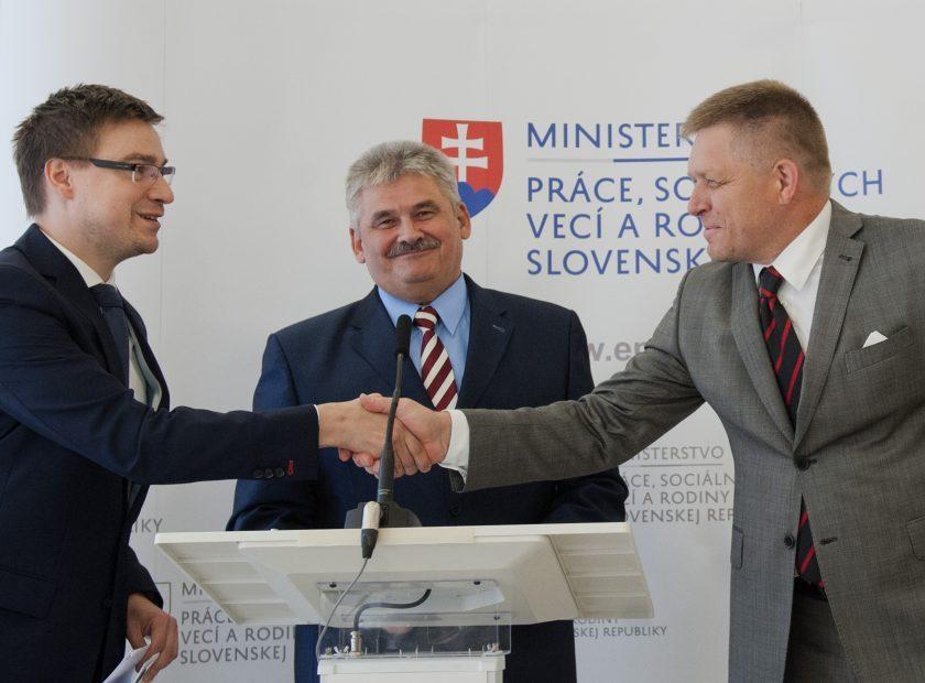 Robert Fico, Ján Richter, Marián Valentoviè tlaèová konferencia