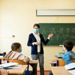 Dokončite očkovanie učiteľov